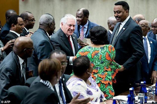 Ngoại trưởng Mỹ Rex Tillerson gặp gỡ các lãnh đạo châu Phi ngày 17/11. (Ảnh: AFP)