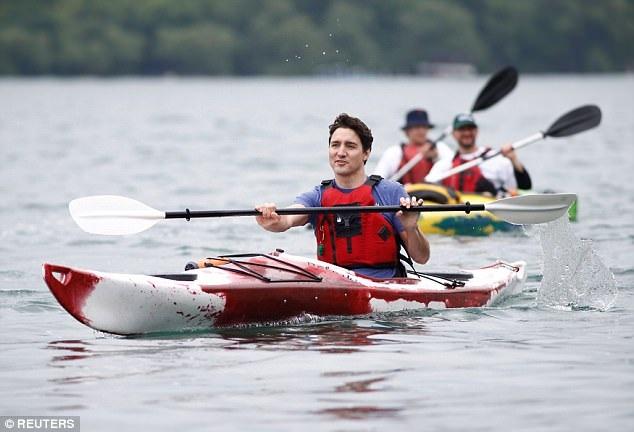 Đoạn video đã gây sự chú ý của cộng đồng mạng mặc dù đây không phải là lần đầu tiên vị thủ tướng điển trai của Canada được bắt gặp tham gia vào các hoạt động thể thao năng động ngoài trời.