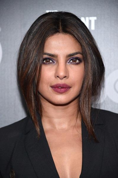 Người đẹp 35 tuổi tới từ Ấn Độ trang điểm rất cuốn hút và cá tính