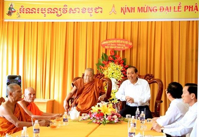 Phó thủ tướng Trương Hòa Bình chúc mừng lễ Phật đản tại học viện phật giáo Nam Tông Khmer
