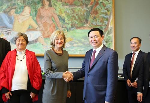 Phó Thủ tướng Vương Đình Huệ gặp Chủ nhiệm Ủy ban Kinh tế và Thuế của Hạ viện Thụy Sỹ