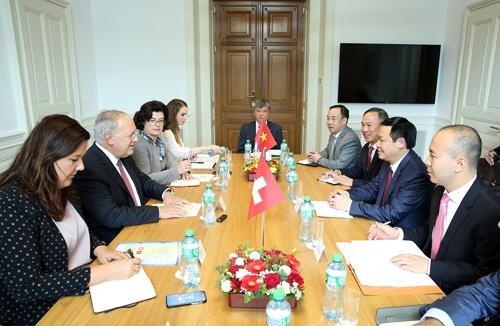Phó Thủ tướng Vương Đình Huệ làm việc với Bộ trưởng Kinh tế, Đào tạo và Nghiên cứu Thụy Sỹ