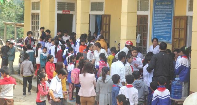 Tổ chức khám sàng lọc cho tất cả học sinh ở Hạnh Dịch.