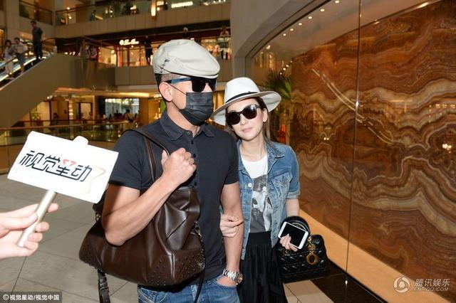 Quách Phú Thành đưa vợ trẻ đi mua quà nhân Ngày của Mẹ - 3