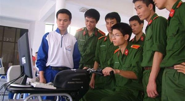 Thí sinh phải đăng ký xét tuyển nguyện vọng 1 (nguyện vọng cao nhất) vào hệ đào tạo đại học, cao đẳng quân sự tại trường Quân đội đã nộp hồ sơ sơ tuyển