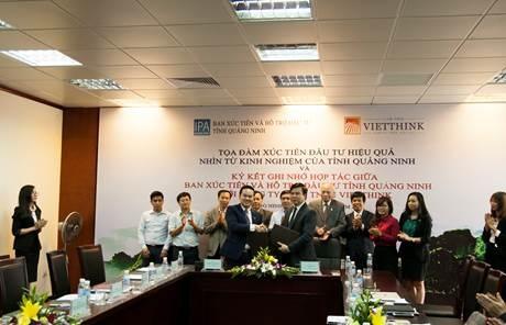 Ông Lê Đình Vinh và ông Trương Mạnh Hùng ký kết thỏa thuận hợp tác đầu tư