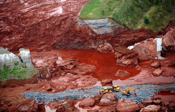 Mỏ sắt đang khai thác (ảnh minh hoạ)