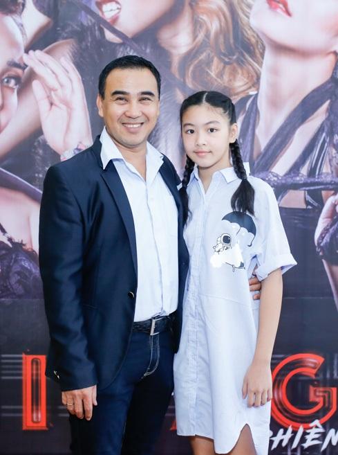 Ông mai Quyền Linh cùng con gái đến tham dự chương trình và ủng hộ bà mối Cát Tường