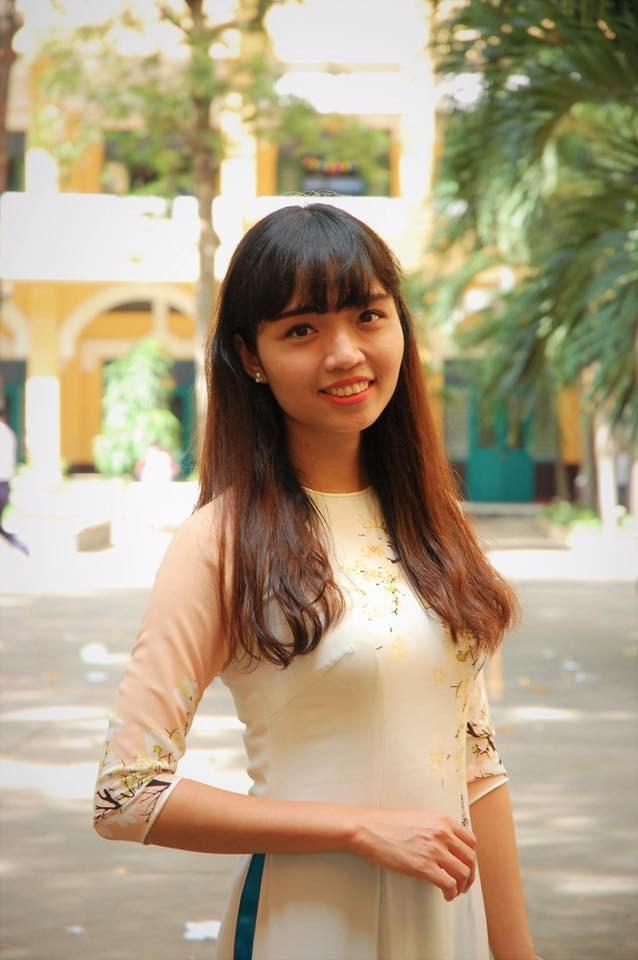 Cô giáo trẻ với nhiều sáng tạo, phá cách trong dạy học và rất thân thiện, gần gũi học trò