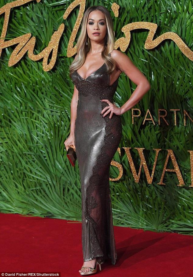 Ca sỹ Rita Ora và dàn sao cùng dự lễ trao giải Thời trang Anh quốc diễn ra tại London ngày 4/12 vừa qua
