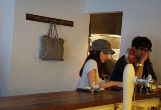 Fan cho biết, Kim Tae Hee đang mang thai 7 tháng và đã ra dáng một bà bầu.