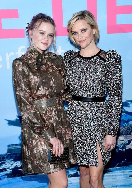 Reese dẫn con gái lớn đi dự sự kiện cùng mình.