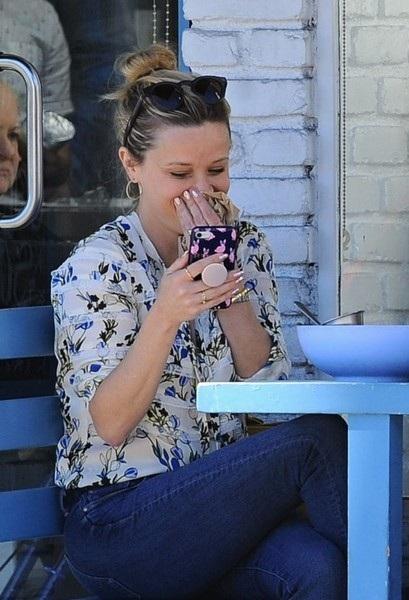 40 tuổi, Reese Witherspoon trẻ ngang cô con gái 17 tuổi - 7