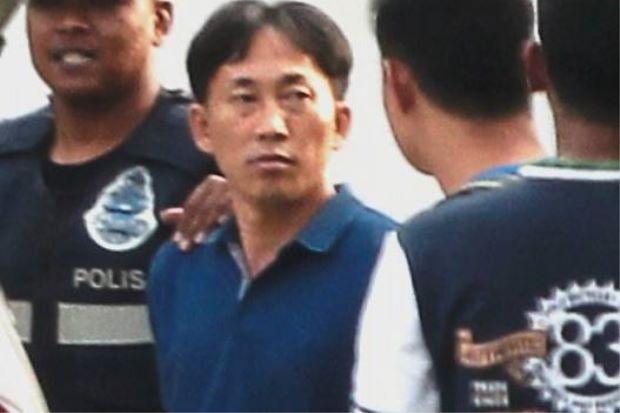 Nghi phạm mang hộ chiếu Triều Tiên Ri Jong Chol bị cảnh sát Malaysia bắt giữ hôm 17/2 vì bị nghi có liên quan đến cái chết của người được xác định là ông Kim Jong-nam. (Ảnh: Star)