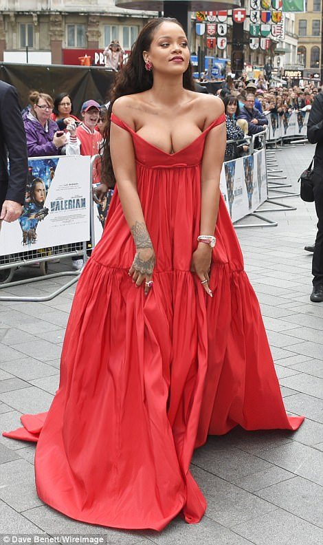 Rihanna quảng bá phim mới của cô Valerian And The City Of A Thousand Planet tại London, Anh quốc ngày 24/7