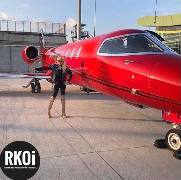 Con nhà giàu ở thủ đô Istanbul thường đi lại bằng xế sang, trực thăng riêng hay máy bay cá nhân. (Nguồn: RKOI)