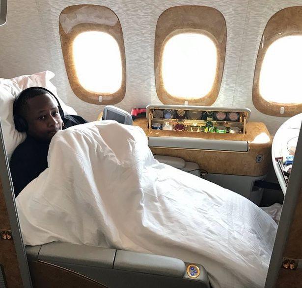 Anh cũng khoe khoang về phong cách trên máy bay riêng của mình. (Nguồn: IMP Features / Chris White)