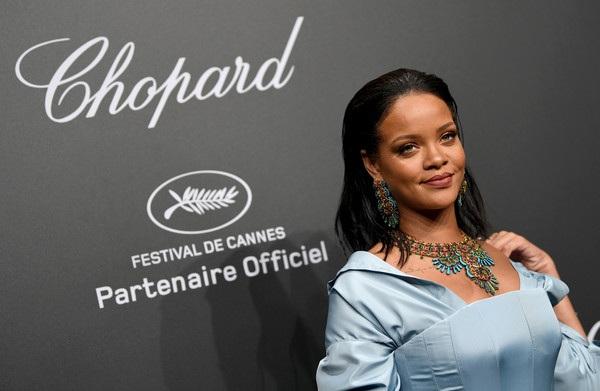 Rihanna cá tính và sành điệu