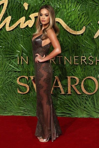 Rita Ora khoe ngực khủng trên thảm đỏ lễ trao giải thời trang - 7