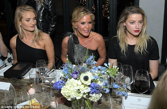 Dự tiệc cùng Rosie còn có diễn viên  Amber Heard (phải)