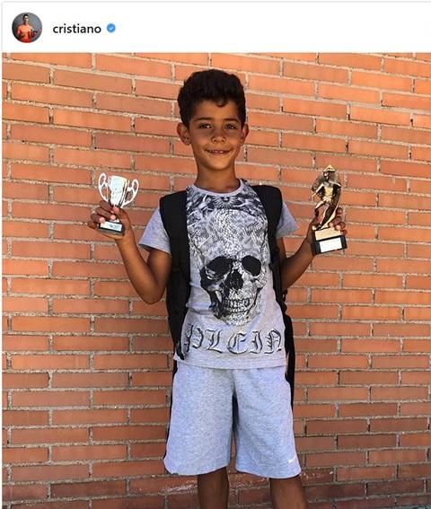 Cristiano Jr giành hai danh hiệu ở giải trẻ