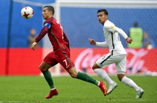 C.Ronaldo nhận giải Cầu thủ xuất sắc nhất trong cả 3 trận đấu của Bồ Đào Nha ở Confederations Cup 2017