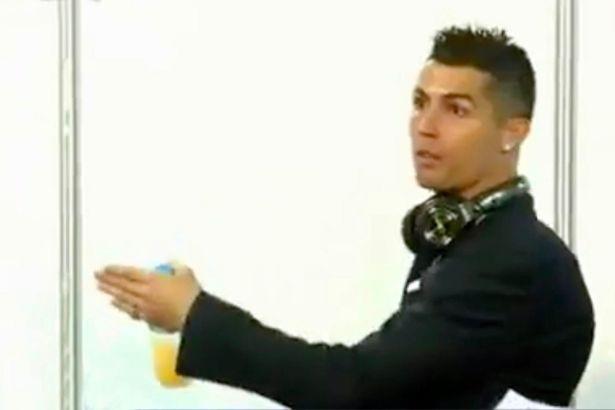 C.Ronaldo nổi giận với phóng viên sau trận gặp APOEL