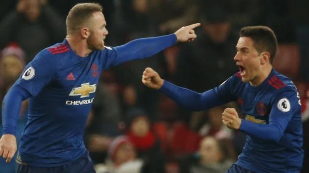 Với pha lập công vào lưới Stoke City (tháng 1/2017), Wayne Rooney đã chính thức vượt qua huyền thoại Sir Bobby Charlton để trở thành chân sút xuất sắc nhất trong lịch sử MU với 250 bàn. Tiền đạo sinh năm 1985 rời MU với thành tích 253 bàn. Có lẽ, rất lâu nữa, người ta mới chứng kiến người xô đổ kỷ lục của Rooney.