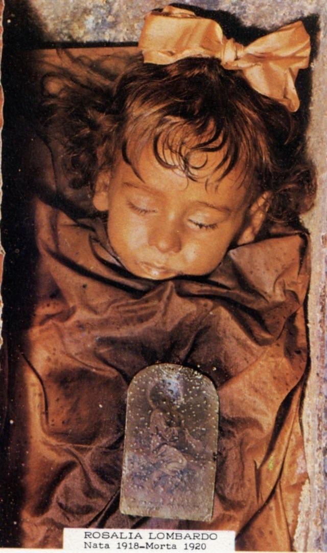 Gần 1 thế kỷ trôi qua, xác ướp của cô bé người Ý vẫn gần như còn nguyên vẹn