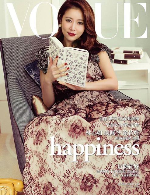 Lâm Tâm Như tái xuất sau 1 tháng sinh nở trên một tạp chí thời trang. Thời điểm này, cô vẫn còn khá mập mạp nhưng đầy rạng ngời hạnh phúc.