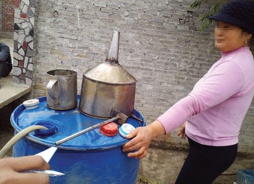 Cơ quan chức năng Bắc Ninh ra quân xử lý rượu giả, không phép để ngăn ngừa rượu độc trà trộn với các loại rượu có tiếng tại Bắc Ninh, bán ra Hà Nội.