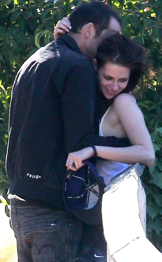 Vụ việc đã khiến gia đình đạo diễn Rupert Sanders tan vỡ không lâu sau đó và Kristen chia tay với Robert Pattinson nửa năm sau đó.