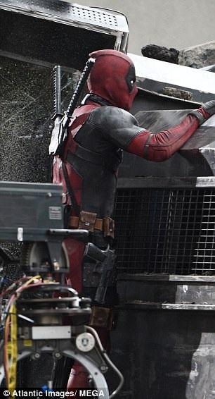 Ryan Reynolds trong 1 cảnh quay mạo hiểm