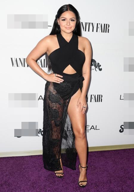 Nữ diễn viên phim Modern Family thậm chí tức giận và phải lên tiếng rằng: Tại sao tôi phải mặc giống người khác và không được mặc những gì tôi muốn?