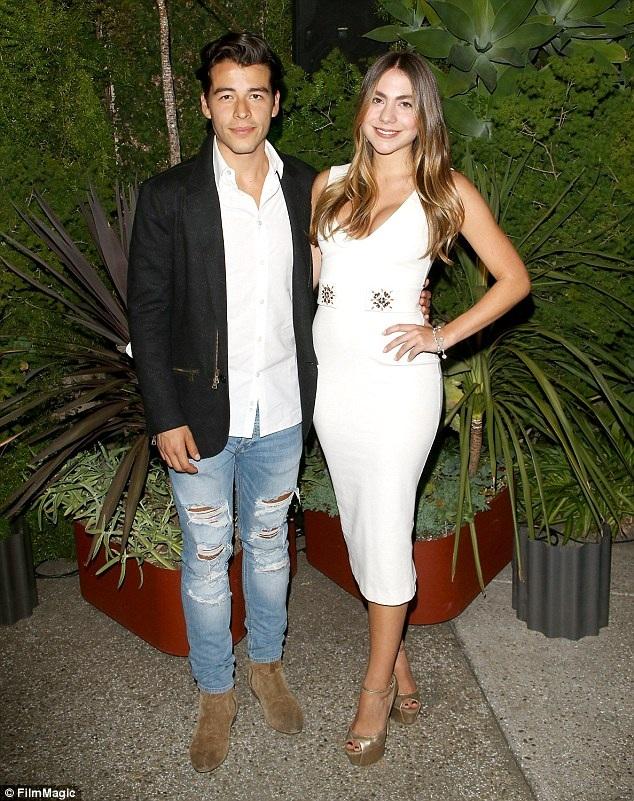 Manolo, 25 tuổi từng xuất hiện trong 1 clip quảng cáo dầu gội đầu cùng với người mẹ xinh đẹp của mình