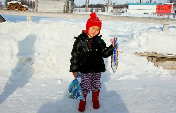 Bé Saglana Salchak đã đi bộ suốt 8km trong tuyết để đi tìm người đến cứu bà. (Ảnh: Siberian Times)