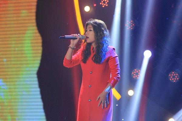 """Cô gái gốc Malaysia ngay lập tức khiến mọi người bị thu hút với chất giọng truyền cảm khi cover bản hit """"Bí mật"""" của Mỹ Tâm."""