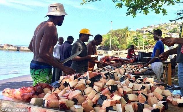Thịt cá voi là một trong những nguồn thực phẩm ưa thích của người địa phương