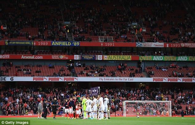 Sân Emirates xuất hiện nhiều ghế trống ở trận đấu với Sunderland