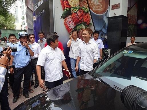 Võ Mạnh Hiền sau khi chứng minh mình rất hâm mộ cán bộ Đoàn Ngọc Hải trên trang cá nhân vẫn bị xử lý theo quy định. Ảnh: TL.