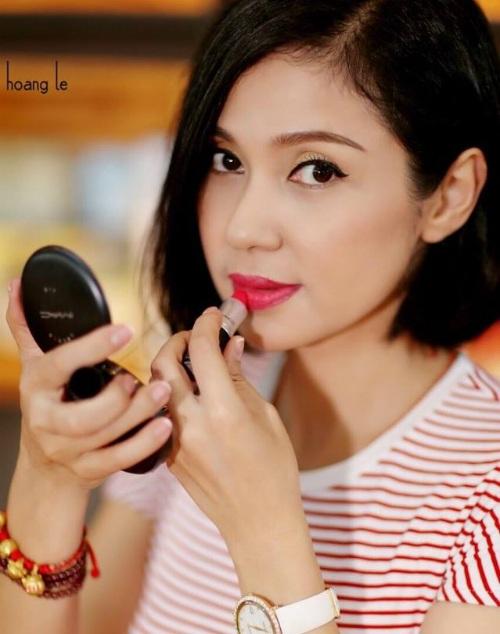 Việt Trinh trẻ trung như gái 18 ở lứa tuổi ngoài tứ tuần. Gần đây, nữ diễn viên thường xuyên tương tác với khán giả trên trang cá nhân của mình.