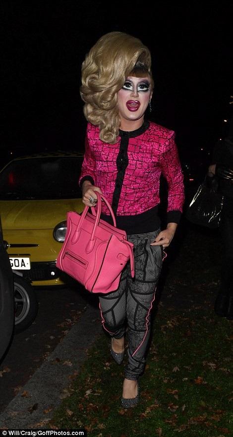 Bộ trang phục hóa trang khá kinh dị của DJ Jodie Harsh.