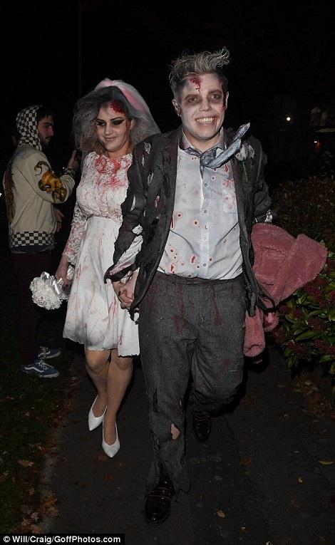Những bộ trang phục theo trường phái kinh dị cũng được nhiều ngôi sao lựa chọn cho đêm Halloween.
