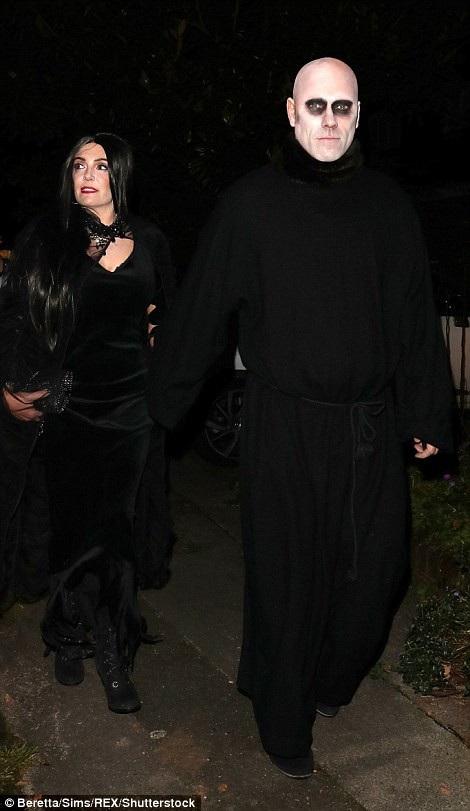 Nghẹt thở với màn khoe ngực của sao trong đêm Halloween - 23