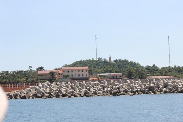 Đảo Cồn Cỏ thuộc huyện Vĩnh Linh, tỉnh Quảng Trị từng được ví là hòn ngọc giữa biển Đông