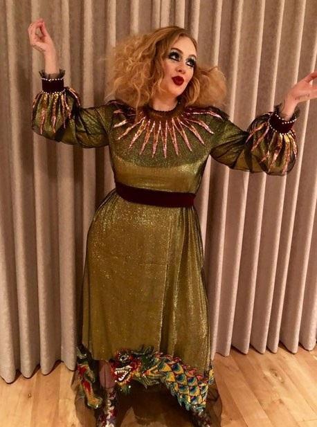 Adele khoe tạo hình trong đêm Halloween