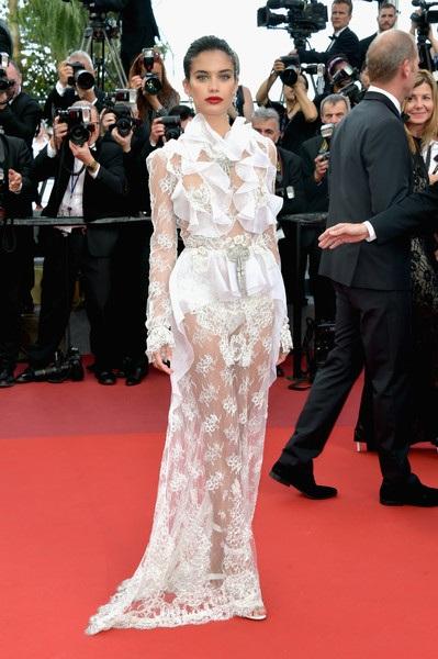 Thiên thần Victorias Secret là khách VIP tại LHP Cannes năm nay