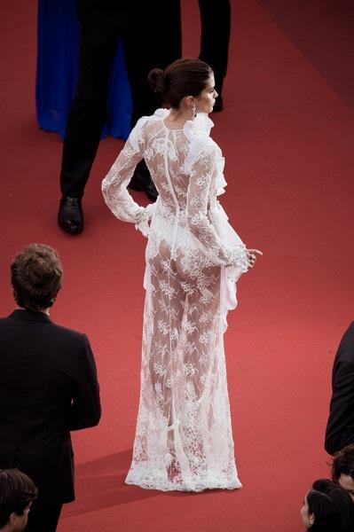 Choáng với váy ren lưới xuyên thấu của siêu mẫu áo tắm - 9