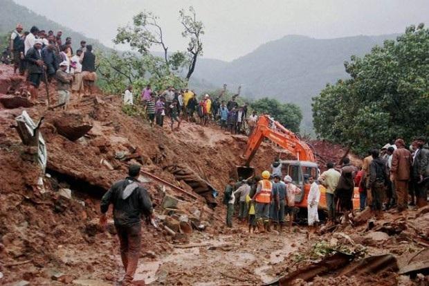 Ước tính khoảng 3 triệu khối đất đá từ ngọn núi đã đổ sập xuống. (Ảnh: Tân Hoa xã)