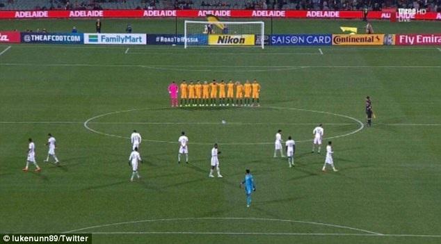 Các cầu thủ Saudi Arabia không mặc niệm những nạn nhân vụ đánh bom